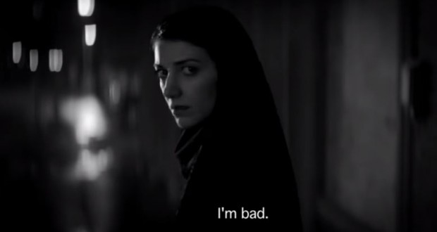 """A Girl Walks Home Alone at Night"" - fot. screen z Youtube"