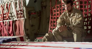 "Bradley Cooper w filmie ""American Sniper"" - fot. wbep.pl"
