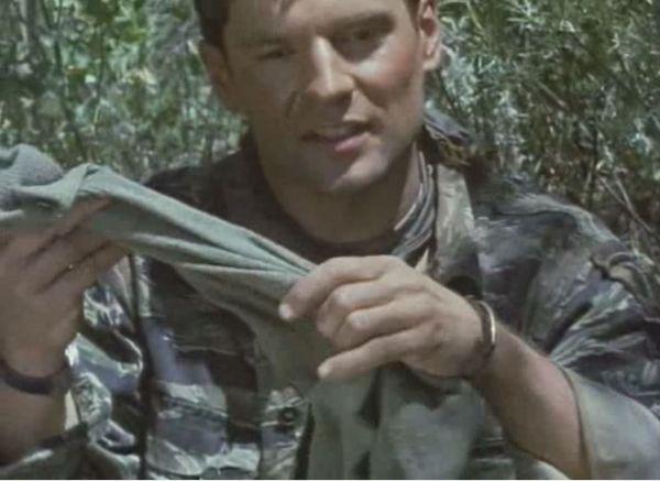 W porze monsunowej suche skarpety są lepsze niż seks. - fot. screen z filmu
