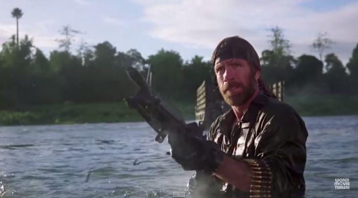 Chuck Norris strzela z karabinu w filmu Zaginiony w akcji Missing in Action recenzja Electric Boogaloo