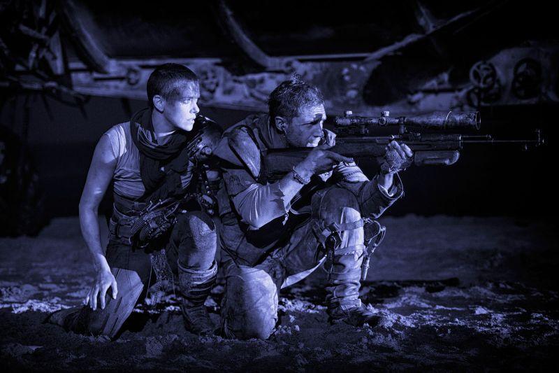 Charlize Theron i Tom Hardy w filmie Mad Max: Na drodze gniewu