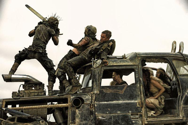 Zwariowana akcja pełna wybuchów w recenzji filmu Mad Max: Na drodze gniewu