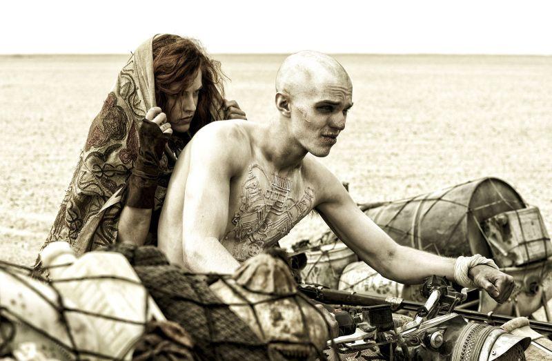 Nicholas Hoult jako Nux w filmie Mad Max Na drodze gniewu, recenzja