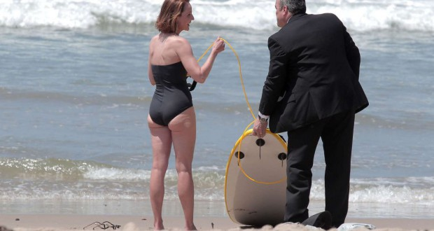 Helen Hunt w kostiumie kąpielowym na planie filmu Ride - recenzja