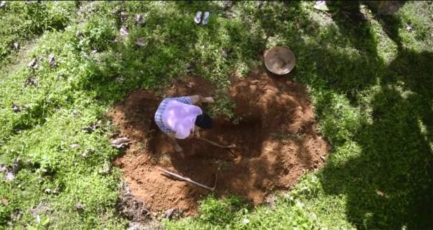Mohanlal kopie grób w filmie Drishyam,