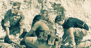 po wybuchu miny lądowej, recenzja filmu Kajaki