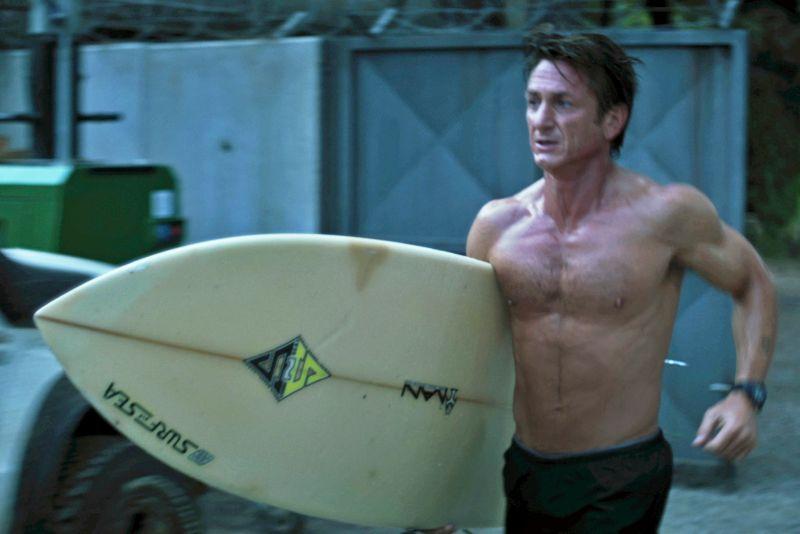 półnagi Sean Penn w filmie Gunman: Odkupienie
