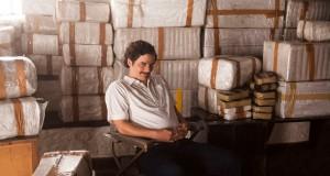 "Wagner Moura jako Pablo Escobar w serialu ""Narcos"" (2015)."