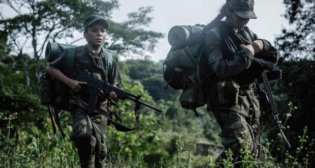 dzieci żołnierze maszerują przez kolumbijską dżunglę - recenzja filmu Alias Maria