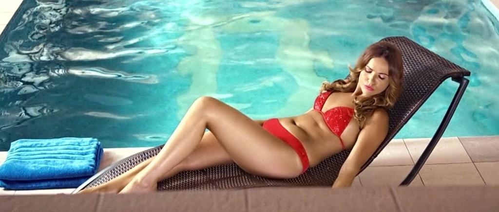 Marta Żmuda Trzebiatowska w bikini w bollywoodzkim filmie Bangistan