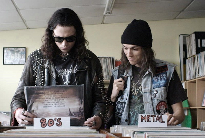Dwóch metalowców w sklepie muzycznym
