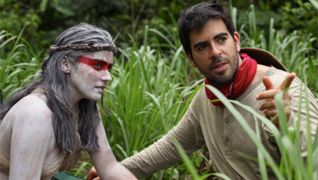 Eli Roth instruuje Lorenzę Izzo na planie filmu The Green Inferno