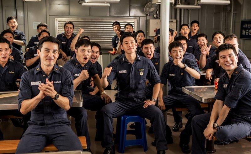 bohaterowie filmu Northern Limit Line kibicują koreańskim piłkarzom - recenzja filmu Northern Limit Line
