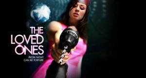 dziewczyna w różowej sukience z wiertarką; recenzja filmu The Loved Ones