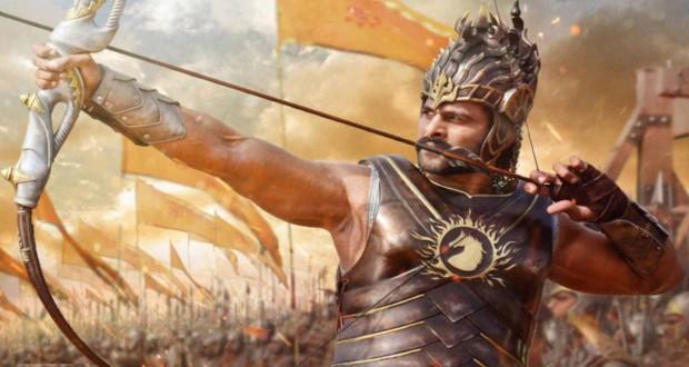 Prabhas strzela z łuku w filmie Bahubali Początek