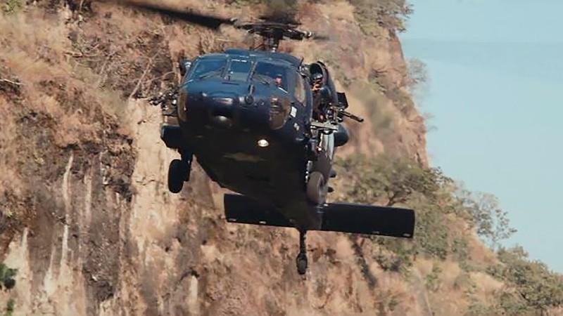 helikopter meksykańskiej armii w walce przeciwko przemytnikom narkotyków - recenzja filmu Cartel Land