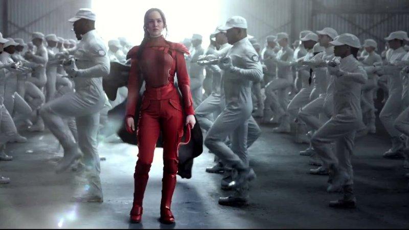Jennifer Lawrence w obcisłym czerwonym kombinezonie