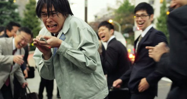 Japończyk z żółwiem, recenzja filmu Love & Peace