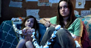 "Brie Larson oraz Jacob Tremblay star in ""Room"" (Ruth Hurl/Element Pictures)"