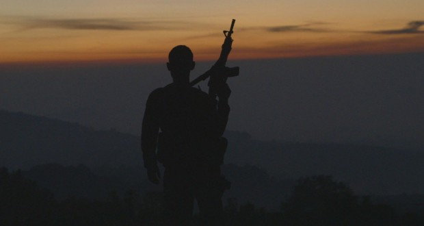amerykański bojownik na tle zachodzącego słońca - recenzja filmu Cartel Land