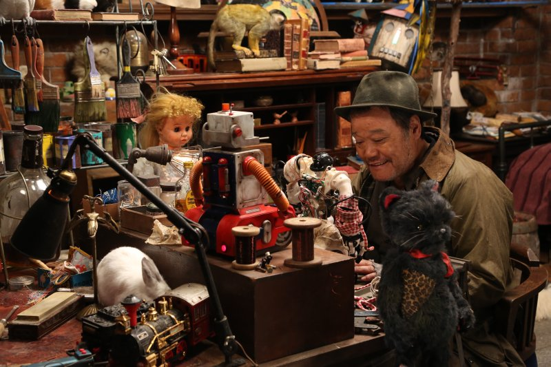 japoński dziadek i zabawki, Love and Peace w reżyserii Shiona Sono