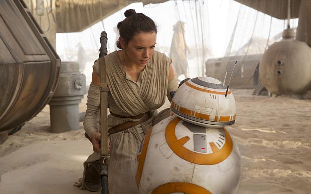 BB-8 i Daisy Ridley w Przebudzeniu Mocy