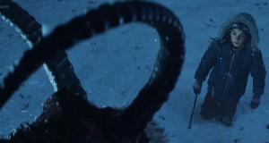 chłopiec patrzy na potwora, recenzja filmu Krampus - Duch Świąt