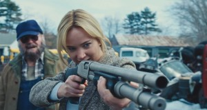 Jennifer Lawrence z shotgunem, recenzja filmu Joy