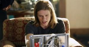 Lucas Till jako MacGyver.