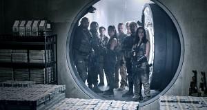Armia umarłych, Army of the Dead (2021), reż. Zack Snyder. ARMY OF THE DEAD (L to R) DAVE BAUTISTA as SCOTT WARD, OMARI HARDWICK as VANDEROHE, TIG NOTARO as PETERS, SAMANTHA WIN as CHAMBERS, COLIN JONES as DAMON, MATTHIAS SCHWEIGH…FER as DIETER, RAôL CASTILLO as MICKEY GUZMAN, ANA DE LA REGUERA as CRUZ in ARMY OF THE DEAD. Cr. CLAY ENOS/NETFLIX © 2021